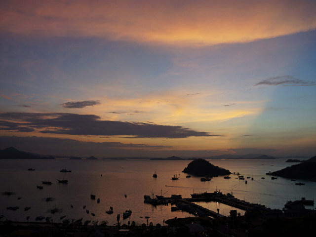 sunset in labuhan bajo